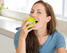 Уход за зрелой кожей: стволовые клетки яблока против морщин
