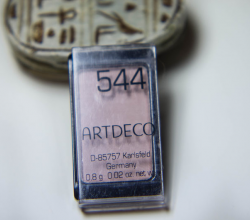 Тени для век из серии Majectic Beauty (оттенок № 544 Matt Generous Beige) от Artdeco