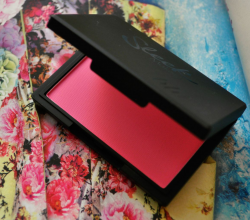 Румяна в оттенке Pixie Pink от Sleek MakeUp